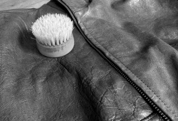 pulizia giacca pelle bianca